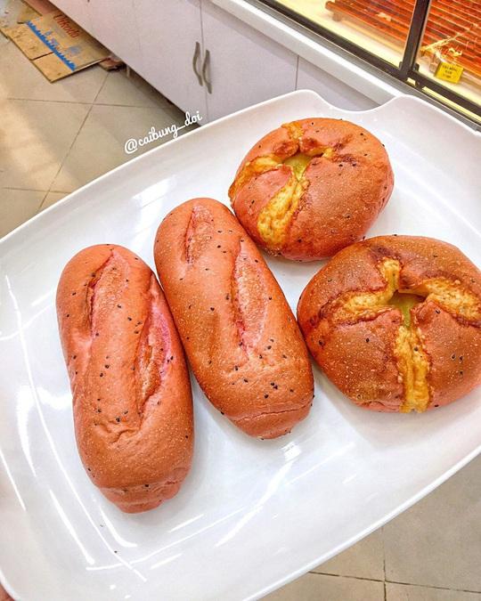 Bánh mì đen như than và những kiểu độc lạ chỉ có ở Việt Nam - Ảnh 7.