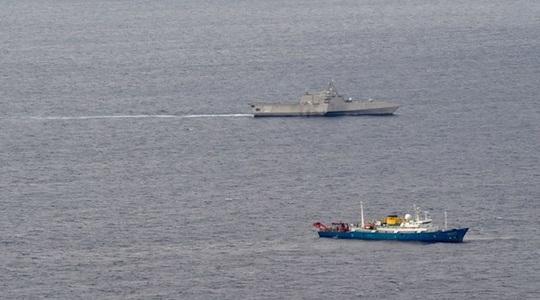 Tàu chiến Mỹ đến gần tàu Hải Dương 4 và tàu kiểm ngư Việt Nam ở biển Đông - Ảnh 1.