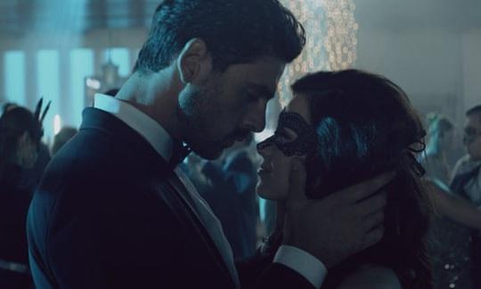 """Nữ ca sĩ chỉ trích, đòi gỡ phim ngập cảnh sex """"365 Days"""" - Ảnh 2."""