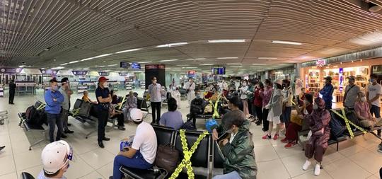200 công dân Việt Nam từ Sri Lanka và Bangladesh về nước - Ảnh 2.