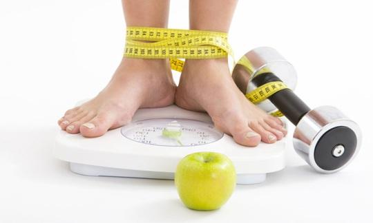 Kiểm soát cân nặng thông qua lượng calo mỗi ngày - Ảnh 1.