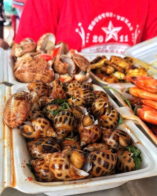Chợ Hàng Dương và những thiên đường hải sản tươi ngon ở TP HCM - Ảnh 3.