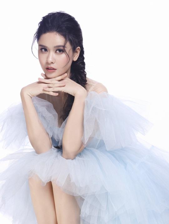 Ngắm 5 mỹ nhân Việt diện váy công chúa - Ảnh 10.