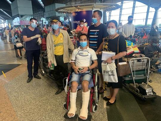 Sân bay Cần Thơ đón 310 người Việt tại Malaysia về nước - Ảnh 1.
