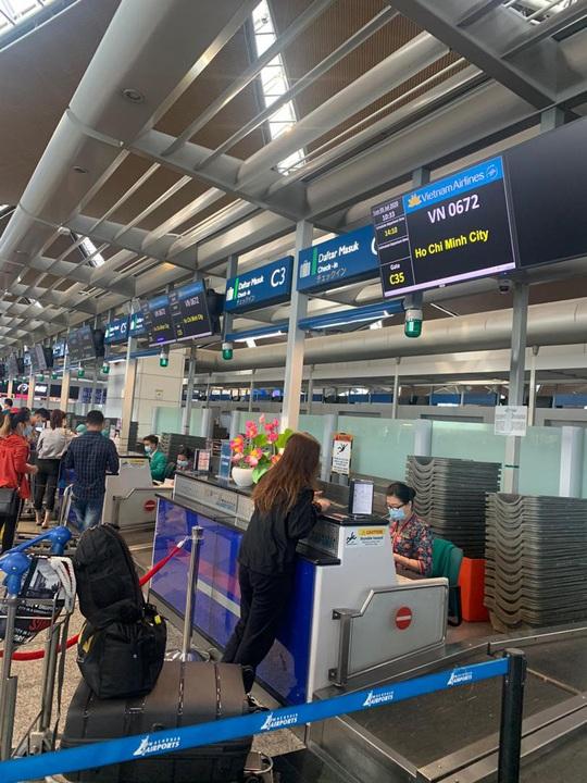 Sân bay Cần Thơ đón 310 người Việt tại Malaysia về nước - Ảnh 6.