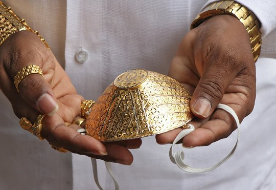 Bỏ 40.000 USD làm khẩu trang bằng vàng ròng chống Covid-19 - Ảnh 3.