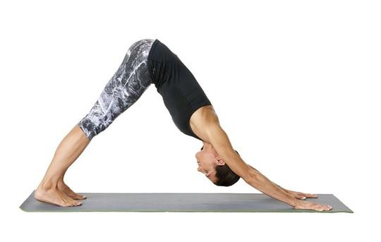 8 tư thế yoga cần thiết cho người chạy bộ - Ảnh 1.