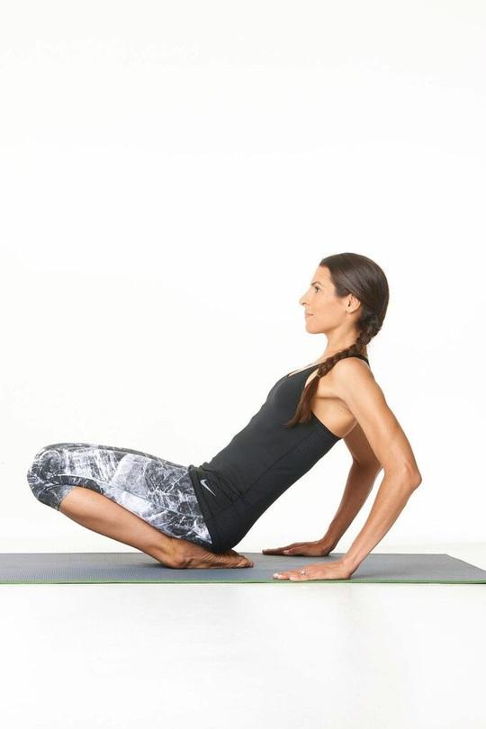 8 tư thế yoga cần thiết cho người chạy bộ - Ảnh 3.