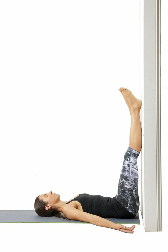 8 tư thế yoga cần thiết cho người chạy bộ - Ảnh 8.