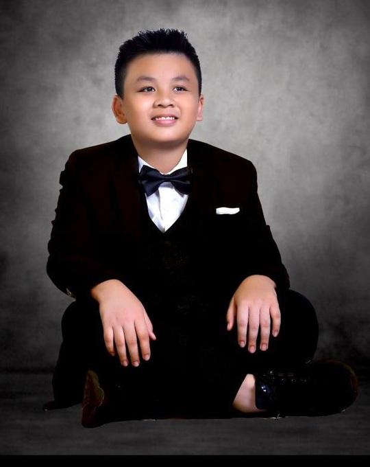 """Lộ hình ảnh kỷ niệm ngày cưới """"Hạnh Phúc Vàng Son"""" của ca sĩ Lưu Thiên Ân - Ảnh 12."""