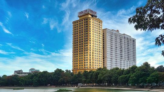 Khách sạn dát vàng từ trong ra ngoài tại Hà Nội - Ảnh 1.