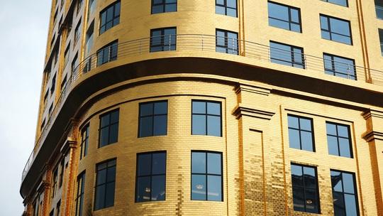 Khách sạn dát vàng từ trong ra ngoài tại Hà Nội - Ảnh 2.