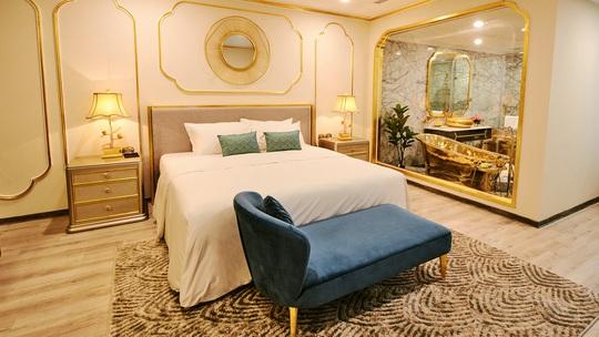 Khách sạn dát vàng từ trong ra ngoài tại Hà Nội - Ảnh 5.