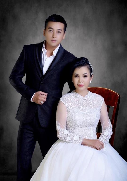 """Lộ hình ảnh kỷ niệm ngày cưới """"Hạnh Phúc Vàng Son"""" của ca sĩ Lưu Thiên Ân - Ảnh 9."""