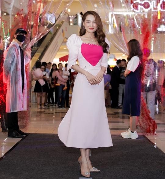 Sao Việt hội tụ thảm đỏ ra mắt phim Bằng chứng vô hình - Ảnh 1.