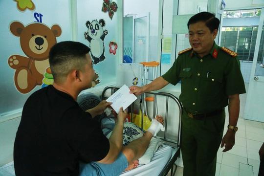 Đà Nẵng: Truy đuổi kẻ buôn ma túy, một chiến sĩ công an bị đứt gân chân - Ảnh 1.