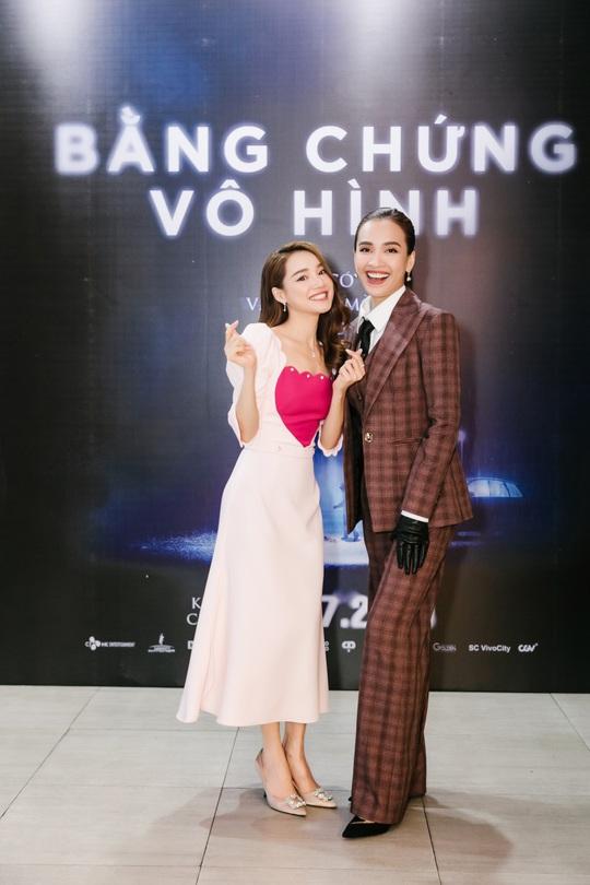 Sao Việt hội tụ thảm đỏ ra mắt phim Bằng chứng vô hình - Ảnh 18.