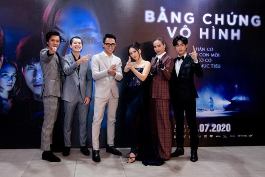 Sao Việt hội tụ thảm đỏ ra mắt phim Bằng chứng vô hình - Ảnh 12.
