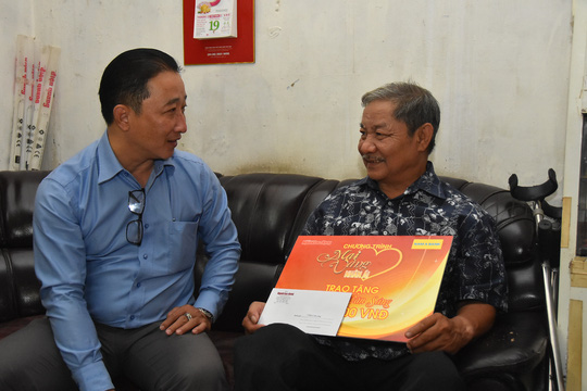 """""""Mai Vàng nhân ái"""" thăm hai nghệ sĩ Mai Thành và Phan Văn Sáng - Ảnh 3."""