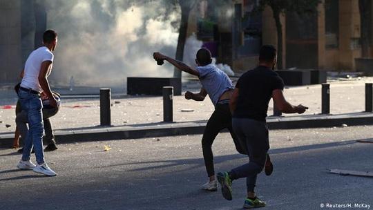 Lebanon: Biểu tình dâng cao tại Beirut, hai bộ trưởng từ chức - Ảnh 4.