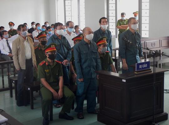 Mở lại phiên tòa xét xử các lãnh đạo TP Phan Thiết vì sai phạm đất đai - Ảnh 1.