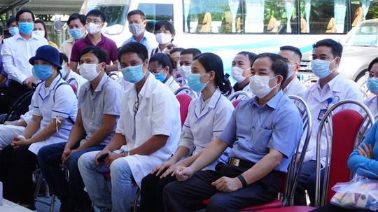 40 bác sĩ, điều dưỡng Huế vào giúp Đà Nẵng đẩy lùi Covid-19 - Ảnh 1.