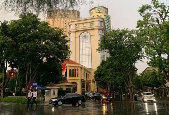 Hà Nội họp gấp, công bố quyết định tạm đình chỉ công tác Chủ tịch UBND TP Nguyễn Đức Chung - Ảnh 4.