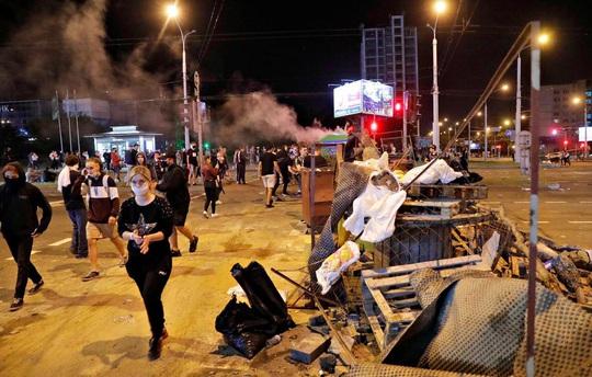 Vừa bầu cử xong, Belarus chìm vào biểu tình đổ máu - Ảnh 2.