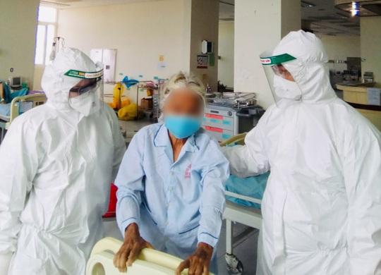 Lời mời dễ thương của bệnh nhân 100 tuổi mắc Covid -19 ở Quảng Nam gửi đến bác sĩ - Ảnh 1.