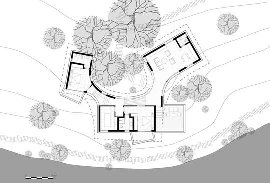 Ngôi nhà độc đáo bằng gạch đất, mái vọt ven sông dành tặng mẹ - Ảnh 11.