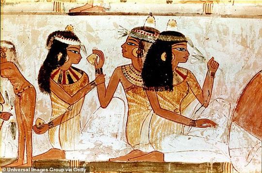 Nước hoa của Nữ hoàng Cleopatra - Ảnh 6.