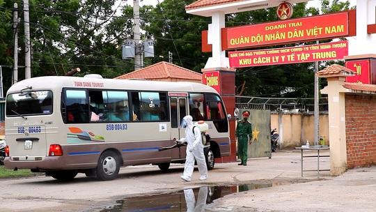 Ninh Thuận: Đón 230 công dân Việt Nam về từ Malaysia - Ảnh 1.