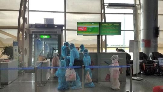 Từ tâm dịch Đà Nẵng, hơn 800 khách trở về nhà trên 4 chuyến bay Vietjet - Ảnh 2.