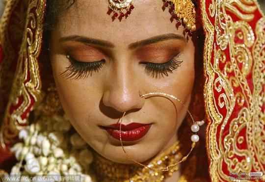 Đàn ông tìm vợ tại chợ và những phong tục lạ lùng trên thế giới - Ảnh 4.