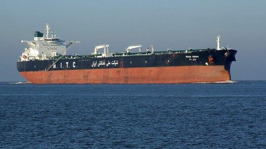 Mỹ lần đầu tiên bắt giữ 4 tàu chở dầu Iran - Ảnh 1.