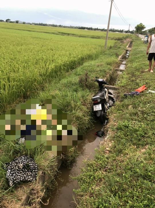 Bàng hoàng phát hiện người đàn ông tử vong cạnh xe máy - Ảnh 1.