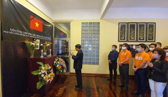 Trang trọng Lễ viếng và mở sổ tang nguyên Tổng Bí thư Lê Khả Phiêu tại nước ngoài - Ảnh 2.