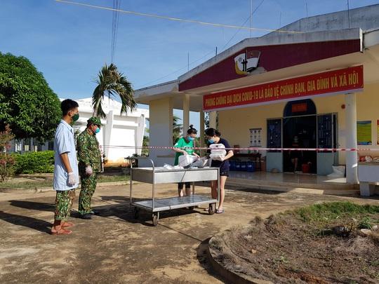 Ninh Thuận: 232 công dân về từ Malaysia đều âm tính lần 1 với virus SARS-CoV-2 - Ảnh 1.