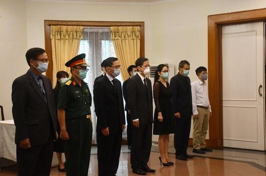 Trang trọng Lễ viếng và mở sổ tang nguyên Tổng Bí thư Lê Khả Phiêu tại nước ngoài - Ảnh 6.