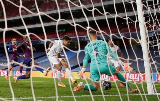 Thua tan nát, Barcelona nguy cơ mất thêm 4,5 triệu bảng… vì Coutinho! - Ảnh 1.