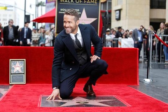 """Tài tử Ryan Reynolds kêu gọi người trẻ đừng """"giết"""" mẹ của anh - Ảnh 2."""