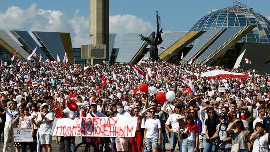 Biển người biểu tình ở Belarus, Nga và NATO ghìm nhau - Ảnh 1.