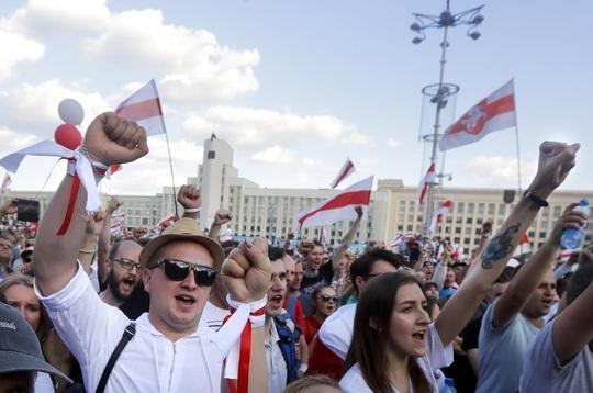 Biển người biểu tình ở Belarus, Nga và NATO ghìm nhau - Ảnh 5.