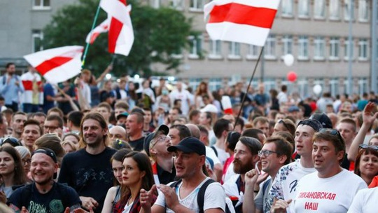 Biển người biểu tình ở Belarus, Nga và NATO ghìm nhau - Ảnh 3.