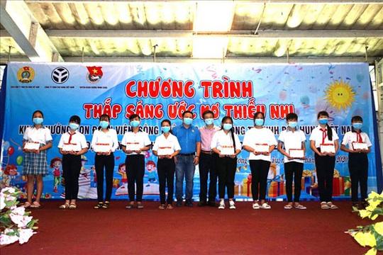 Tây Ninh: Gần 1 tỉ đồng chăm lo con đoàn viên - Ảnh 1.