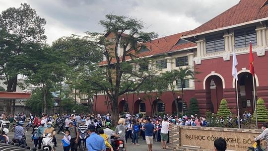 Bất chấp lệnh cấm, 1 trường ở Biên Hòa vẫn cho hơn 800 học sinh đi học - Ảnh 3.