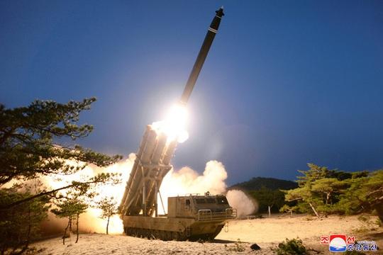 Quân đội Mỹ: Triều Tiên có 60 quả bom hạt nhân và 5.000 tấn vũ khí hóa học - Ảnh 1.