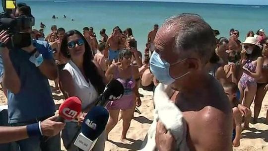 Tổng thống Bồ Đào Nha lao ra biển cứu 2 phụ nữ chới với - Ảnh 3.
