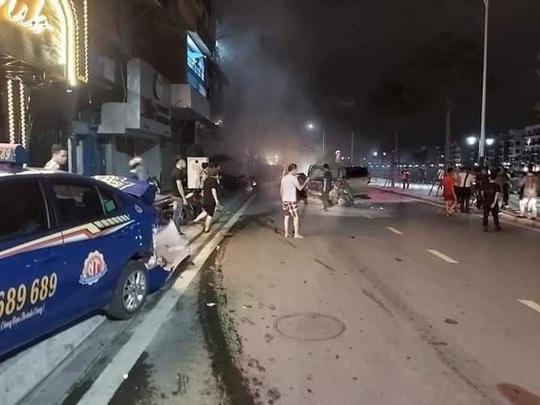Xe sang Lexus gây tai nạn liên hoàn, nữ công an phường tử nạn - Ảnh 1.