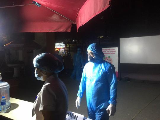 Lịch trình ca dương tính SARS-CoV-2 mới nhất ở Hà Nội từng đến 4 khoa của Bệnh viện E - Ảnh 2.